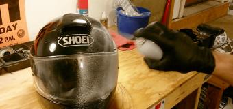 come pulire casco per moto