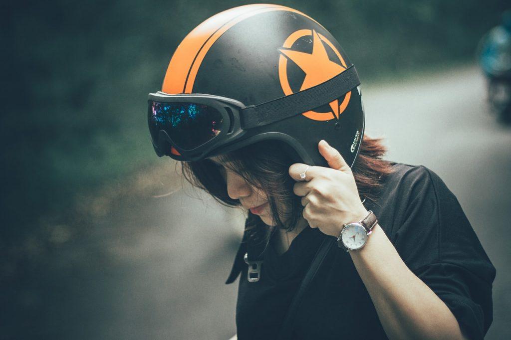 dove lasciare il casco della moto